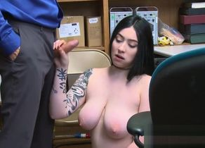 Tatted shoplifter Amilia Onix gets her..