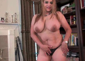 Huge-chested cougar Mia Jones likes..