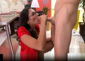 Brazzers - Mind-blowing big-tit Latina..