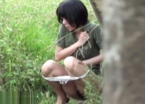 Chinese stunner observed urinating