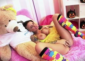 Exotic  Christy Mack in kinky..