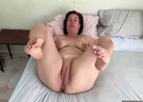 Plumper cougar mature mommy plump..